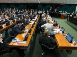 Deputados tentam votar novamente projeto que criminaliza manifestações de rua