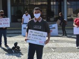 Ato em Florianópolis protesta contra 100 mil mortes no país e 100 mil casos em SC