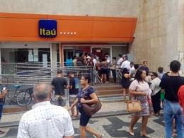Bancos privados demitem mais de 1,3 mil trabalhadores durante pandemia